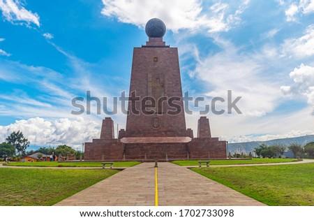 The equatorial line building monument in Mitad del Mundo (Middle of the World), Quito, Ecuador. Foto stock ©