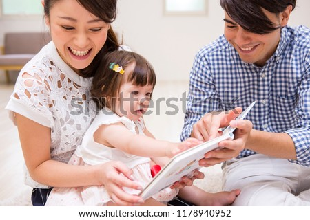 The family who reads a picture book to a child