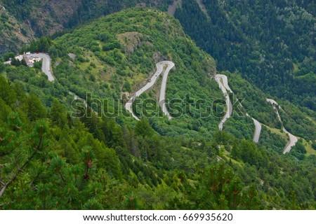 The famous hairpin curves of Alpe d'Huez - Tour de France #669935620