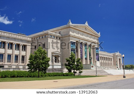 The Field Museum in Chicago with brilliant blue sky