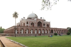 The first garden-tomb on the Indian subcontinent, this is the final resting place of the Mughal Emperor Humayun. T Located in the Delhi, India