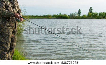 The fisherman catches the fish by spinning. #638771998
