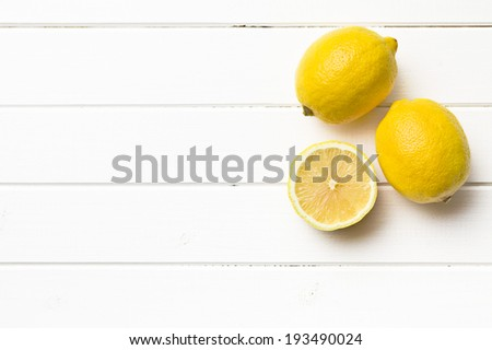 the fresh lemon on kitchen table