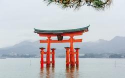 The giant floating Shinto torii gate of the Itsukushima Shrine, Japan