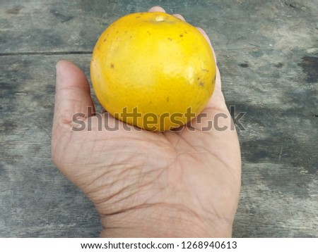 The golden orange fruit effect that is on hand is used as a gift used as background