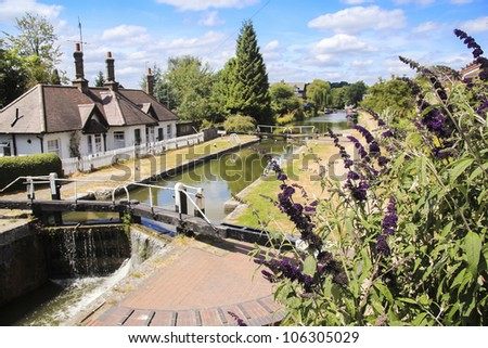 the grand union canal climbing over the chilterns hill through stepped locks passing through the hertfordshire town of berkhamsted