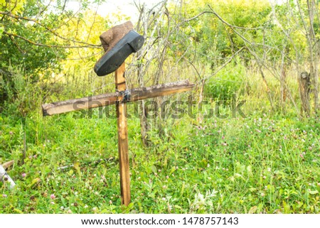 The grave of an unknown person from whom the boot had come off. Strange cross in the forest. This is definitely mysticism. Mystical sign in a strange place where a lot of people disappeared. #1478757143