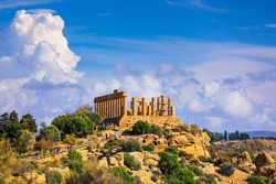 The greek temple of Juno in the Valley of the Temples, Agrigento, Italy. Juno Temple, Valley of temples, Agrigento, Sicily.