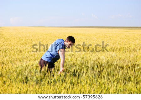 The guy spends a hand on wheat ears