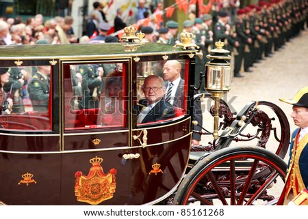 THE HAGUE, HOLLAND - SEPT 20: Carriage with Royal Family van Vollenhoven on Prinsjesdag (opening of parliamentary year by Queen) on September 20, 2011 in The Hague, Holland.