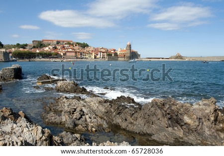 The harbour, with the Royal castle and the church called the Notre Dame des Anges at Collioure in the South of France