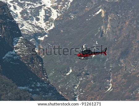 The helicopter on the way from Namche Bazar to Lukla - Nepal Himalayas