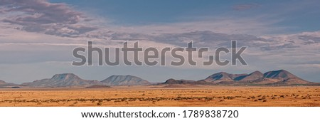 The High Desert of West Texas Beckons - The View from Fort Davis towards Alpine and Marfa Foto stock ©