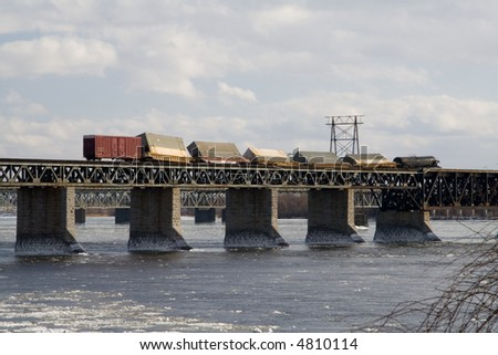 The high winds of 17 February 2006 have pushed this freight train off off of its tracks while it was crossing a bridge over the St-Laurence River on its way Montreal.