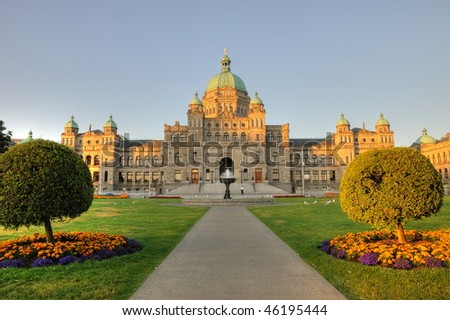 The historic british columbia province parliament building (built in 1893) in morning, victoria , bc, canada