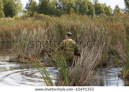 The hunter goes on lake in search of wild ducks