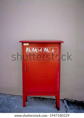 The hydrant box functions as a storage area for fire hydrant equipment that is placed outside the building; including fire hose, hose nozzle, and hose rack as a means of tidying up the fire hose.