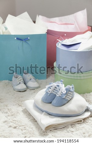the image of giving birth and baby gifts