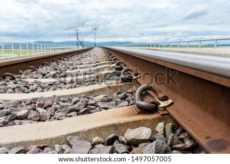 The iron pins that are attached to the railroad are arranged in an orderly and beautiful order.