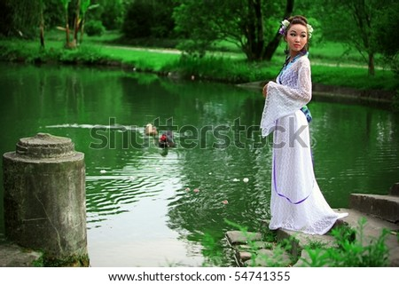 The Japanese in a kimono costs about lake