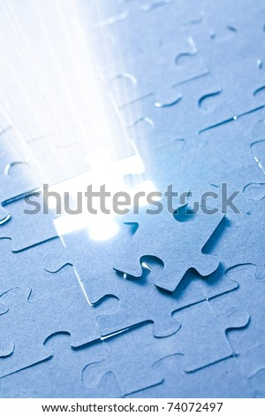the jigsaw puzzle with white light