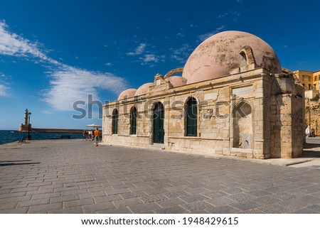The Küçük Hasan mosque in the port of Chania on the northern coast of the Greek island of Crete Stok fotoğraf ©