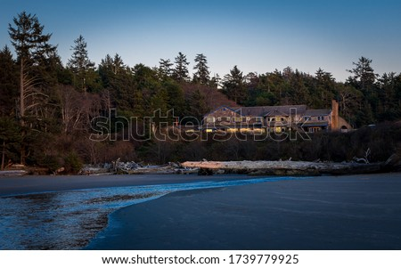 The Kalaloch Lodge, located in the Olympic National Park, overlooks the Pacific Ocean and has cottages for rent.  A must stay if you are visiting the Olympic Peninsula in the State of Washington Сток-фото ©
