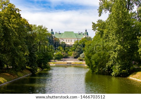 The lake of Royal Baths Park in Warsaw Poland. The building is Center for Contemporary Art Ujazdowski Castle.  It is a place for the creation, presentation and documentation of contemporary art. Zdjęcia stock ©