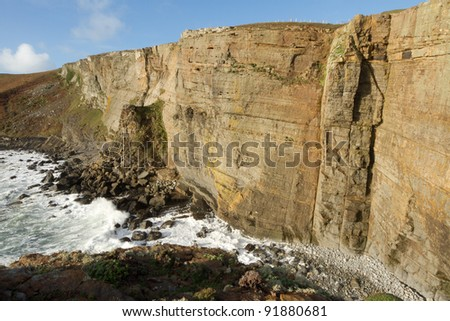 The large shale cliffs of Craig Dorys on Cilan Head near Abersoch, Lleyn Peninsular, North Wales, UK. A popular venue for rock climbers, geologists and tourists walking the North Wales coast path.