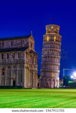 The Leaning Tower of Pisa (Torre pendente di Pisa) at night in Pisa, Italy. Cityscape of Pisa.  Zdjęcia stock ©