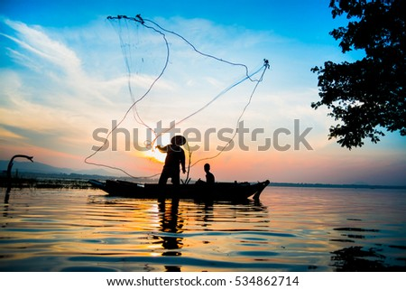 The life of a fisherman who was out fishing Thailand using small boats to fishermen in the morning every day to eat and sell. #534862714