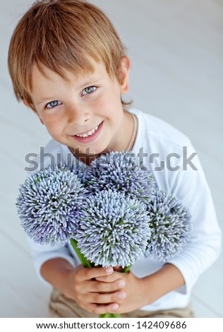 The little boy with flowers