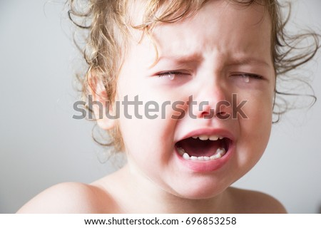 The little curly little girl is crying Foto stock ©