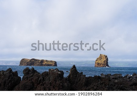 The Madalena Islets 'Ilhéu em Pé' in front of the coast of Faial Island on the Azores. Zdjęcia stock ©