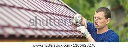 the master makes repair work on the roof, to the left an empty place for an inscription