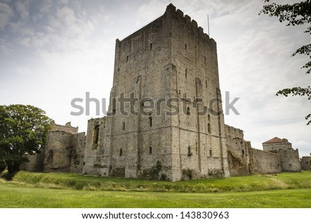 The medieval castle of Portchester is set within the walls of a 3rd-century Roman fort. The great Tower was built in the twelth century and a royal residence was added in the 1390s