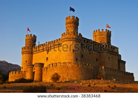The Mendoza Castle, situated in Madrid region, is a fortress-palace from the 15th century. It is the best preserved castle from the few of it´s kind remained in Spain.