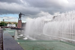 The modern complex of holiday fountains  on Moscow square in Saint-Petersburg with a monument to Lenin, the main revolutionary Russia.