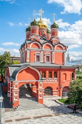 The monastery was founded in 1629 on the territory of the Romanov boyars' estate. It kept the ancestral icon of the new royal dynasty - the Sign of the Mother of God.