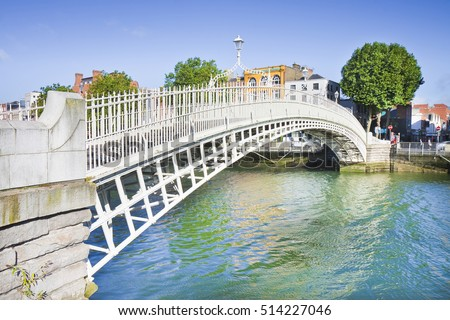 stock photo the most famous bridge in dublin called half penny bridge due to the toll charged for the passage 514227046 - Каталог — Фотообои «Мосты»