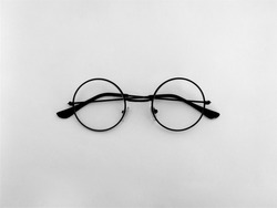 The Most Iconic Shape of Glasses That Have Been Ever Used by Every Iconic Famous People All of Time.