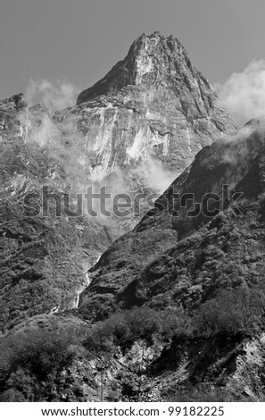 The mountains on the way to Annapurna (black and white) - Nepal, Himalayas