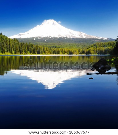 The Mt Hood and the trillium Lake