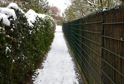 The narrow passage between the two fences is especially dangerous for girls. there is not much leakage in case of assault or rape in a narrow space. the wire fence is opaque overgrown with ivy.
