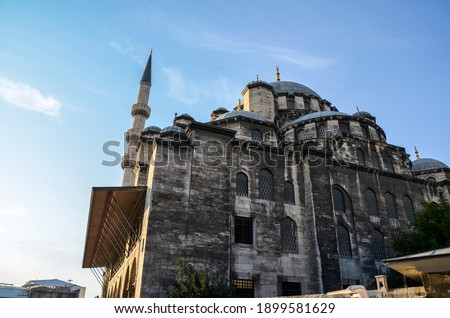 The New Mosque or Yeni Cami located on the Golden Horn embankment in the Eminonu district of Istanbul, Turkey. It is one of the best-known sights of Istanbul. Stok fotoğraf ©