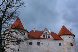 The newest part of Bauska Castle, the residence for the duke of Courland, was built in the late 16th century and its walls were finished with quadros in sgraffito technique.