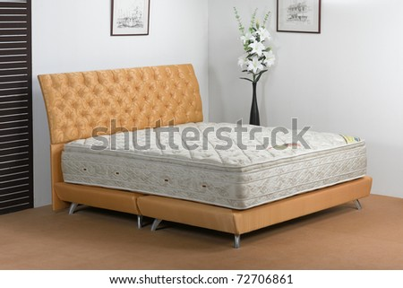 The nice bedroom atmosphere and the softness of mattress spring makes you have a nice dream