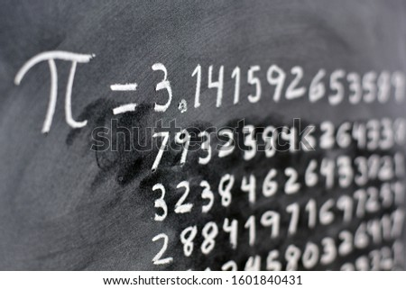 The number pi written with chalk on the blackboard, with its equivalence in numbers Zdjęcia stock ©