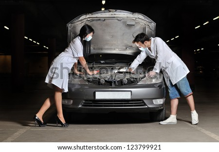 The nurse submits the tool to the doctor for car repairs