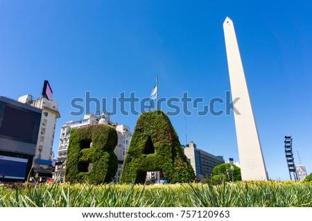 The obelisk the landmark of Buenos Aires, Argentina. It is located in the Plaza de la República on Avenida 9 de Julio Foto stock ©